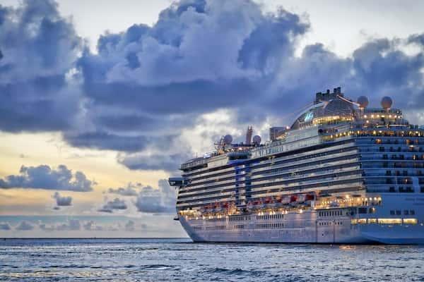 News Luxury cruise liner eyeing vaccinated Australians